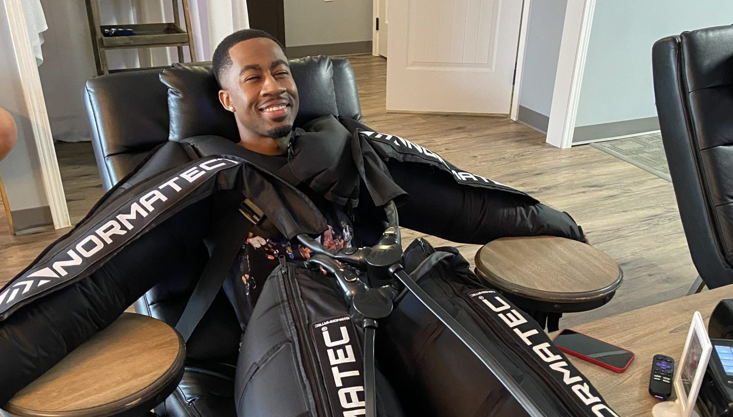 Customer using NormaTec at CryoStretch in Knoxville